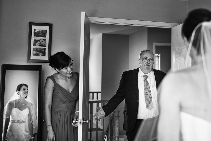 father sees his daughter for the first time as a bride