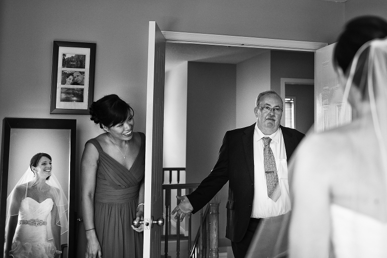 Father of the bride sees his daughter for the first time dressed as a bride